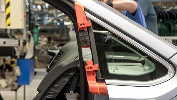 关键词:大众欧洲汽车公司引用3D打印,汽车制造业应用,生产辅助工具,工装夹具,3D打印,3D打印技术,3d打印模型,3d打印服务,3D打印案例